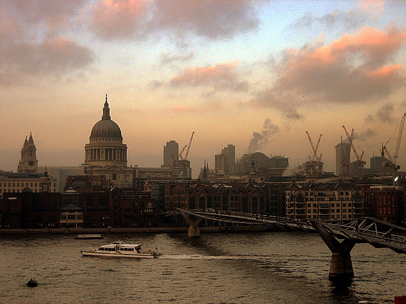 London to Introduce Daily Charge for Old Polluting Vehicles